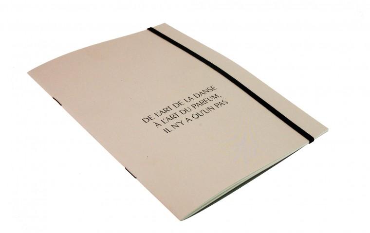 Brochure avec élastique
